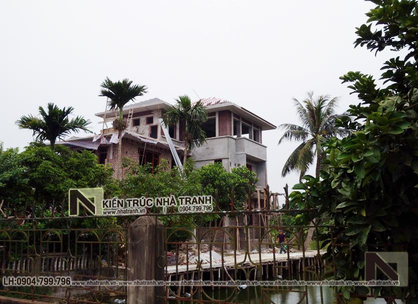 Ảnh: Hình ảnh thi công 1 mẫu thiết kế biệt thự vườn 3 tầng mái dốc phong cách hiện đại NT-B6384